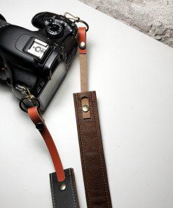 leren camerariem Owned by